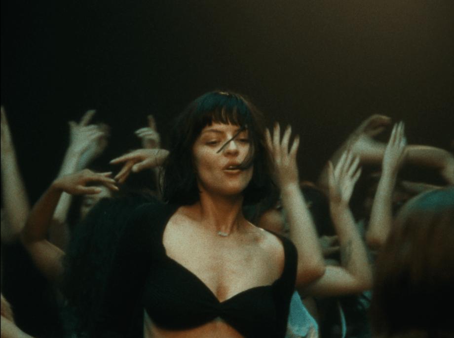 """The Marías te hipnotizará con su seductor video para la rola """"Un millón"""""""