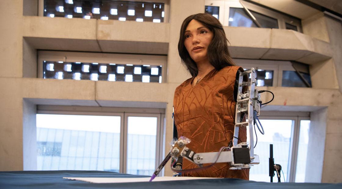 detienen-robot-artista-egipto
